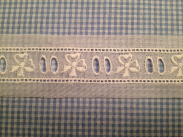 "Bow Beading Insertion - 3/4"" - white"