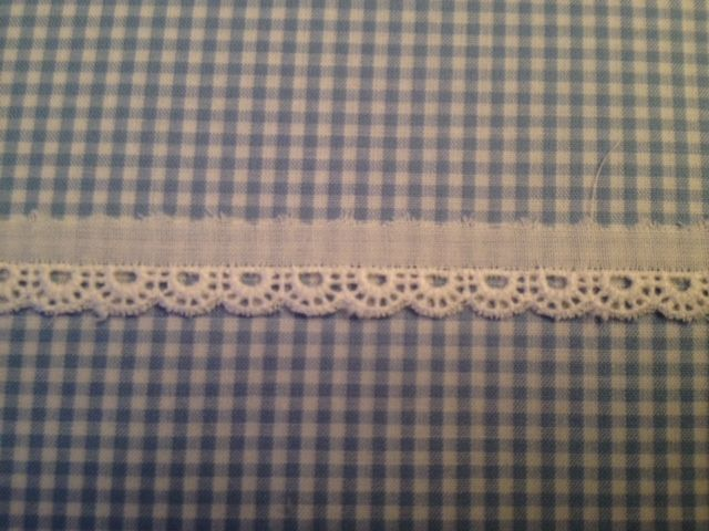 Tiny Scalloped Edge - 3/8""